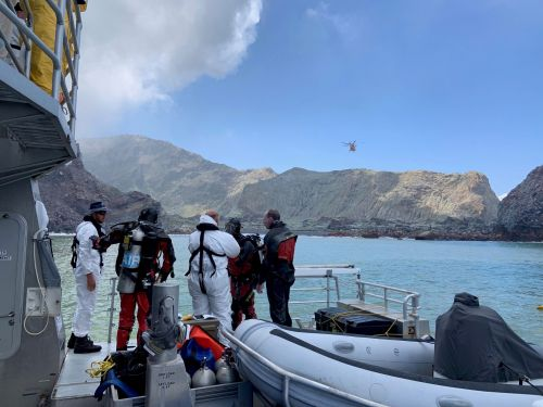Police divers are resuming the search for two more bodies after the New Zealand volcano eruption
