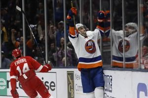 Eberle's hat trick helps Islanders end skid, beat Red Wings