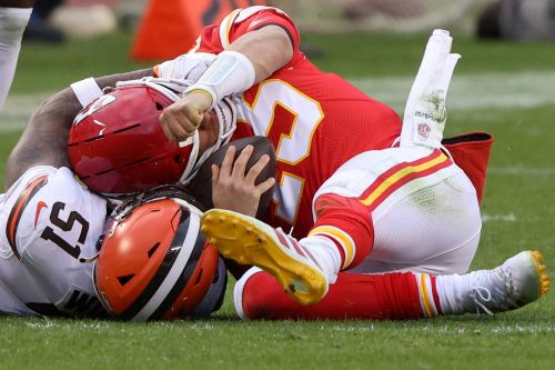 Woozy Patrick Mahomes ruled out of NFL playoff game after hit to head