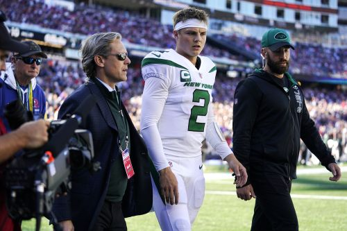 Zach Wilson leaves Jets' game against Patriots with knee injury