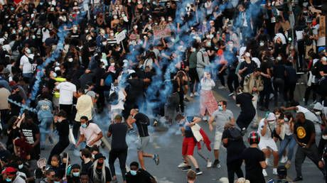 Fires & tear gas: Black Lives Matter march turns chaotic in Paris