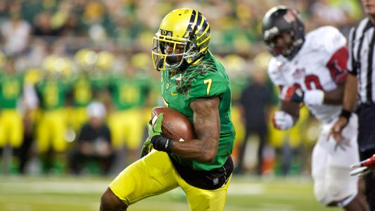 Video shows former Oregon receiver Keanon Lowe stopping high school gunman