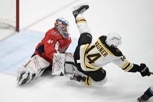 Raffl's late goal pushes Capitals past Bruins, 2-1