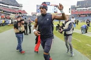 Texans hold off Titans 24-21 to take AFC South lead