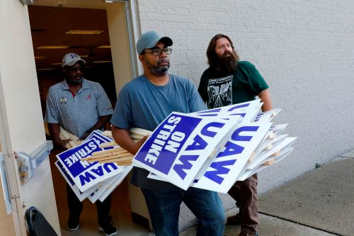 General Motors, United Auto Workers reach tentative deal to end 31-day strike