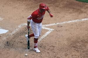 Reds 1B Joey Votto goes on injured list with broken thumb