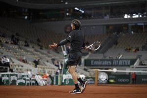 'Runaway train': Serena wins French Open opener; Nadal, too