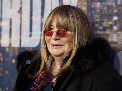 Celebrities mourn the death of beloved actress and director Penny Marshall