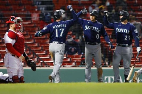 Mariners rally in extra innings to beat Red Sox
