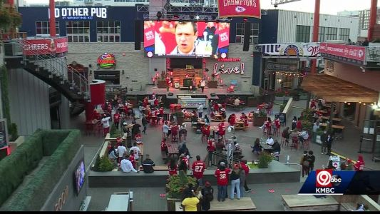 Fans turn out for Chiefs watch party at Power & Light District