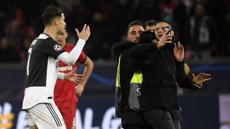 Ronaldo irate after being GRABBED by selfie-hunting pitch invader at Juventus' final Champions League group game