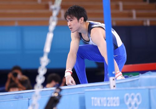 2-time Olympic champion gymnast Kohei Uchimura of Japan falls on high bar, will not reach event finals at Tokyo Games