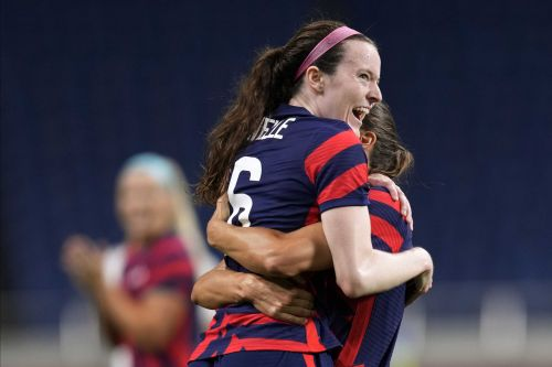US rebounds from opening loss with 6-1 win over New Zealand