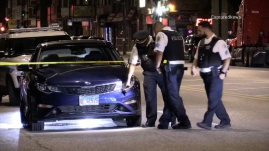Off-duty Chicago police office involved in South Side shootout