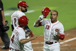 Two homers help Reds edge Indians