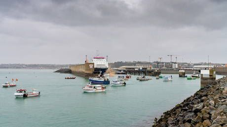 French fishermen blockade Jersey port as 2 British naval vessels arrive at the island amid fishing row
