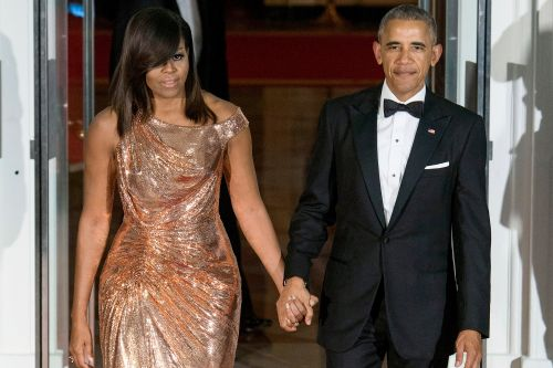Barack Obama tops wife Michelle's first-day book sales record