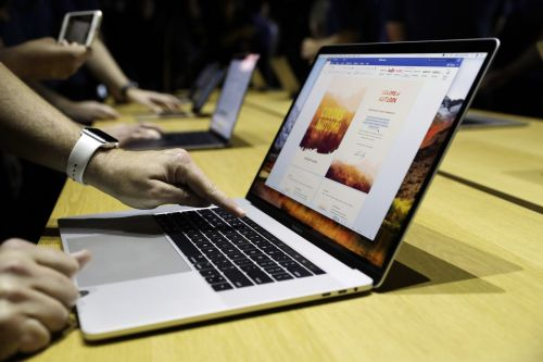 How to quickly switch between windows on your Mac computer using 4 different shortcuts