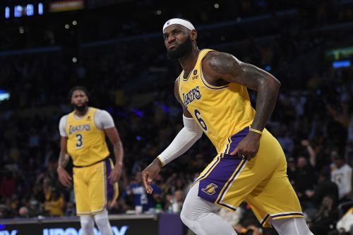 Bookmakers see plenty of exposure to Lakers in futures bets