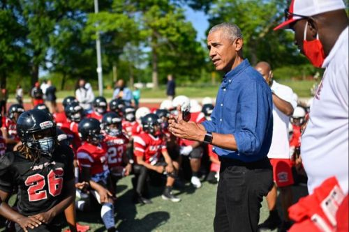 Obama surprises youth football team in Chicago's Jackson Park