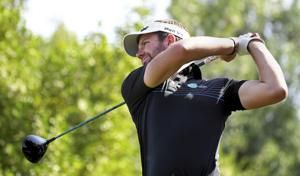 Lowry fights to hold Abu Dhabi halfway lead by 1 stroke