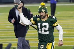 All eyes on QBs as Packers host Bucs for NFC championship