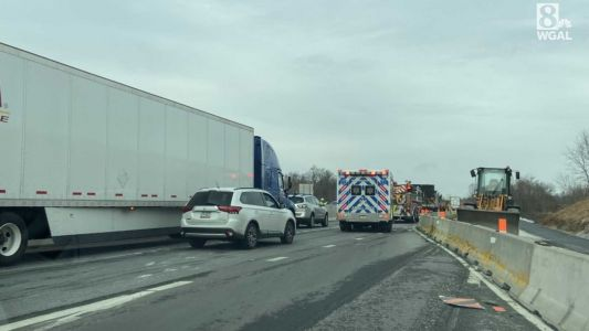 Multivehicle crash shuts down part of I-83