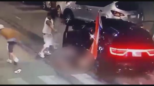 Police looking for suspects after man killed, woman critically injured in attack after Puerto Rican Day Parade