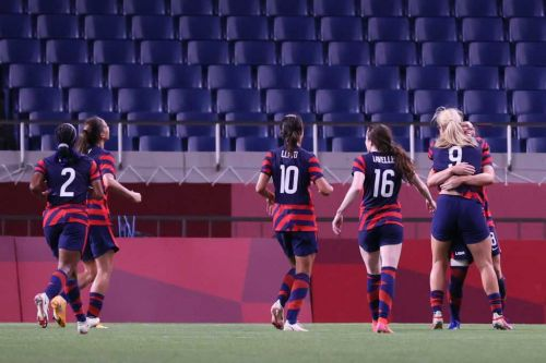 Women's soccer rebounds from opening loss with 6-1 win over New Zealand