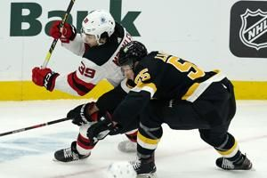 Bruins D Lauzon out at least a month with broken hand