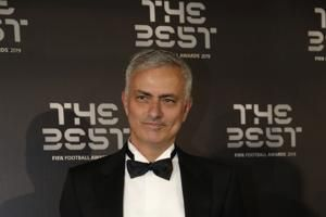 Tottenham hires Jose Mourinho as manager