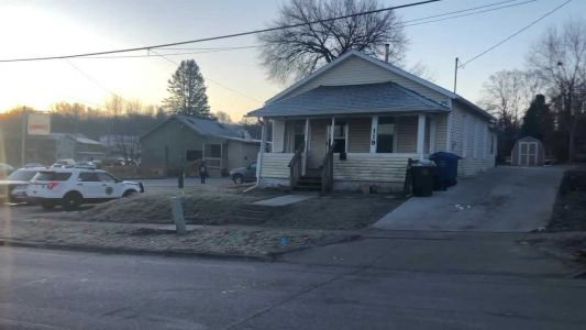 Des Moines police: Man stabbed in the neck Thursday morning
