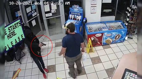 Don't mess with Marines: US veteran single-handedly halts attempted ARMED robbery in the blink of an eye