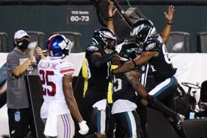 Carson Wentz rallies Eagles to 22-21 win over Giants
