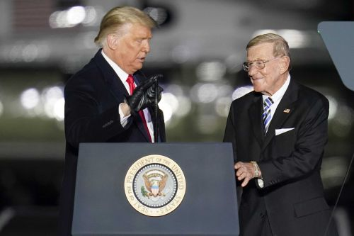 Trump to award Medal of Freedom to Lou Holtz
