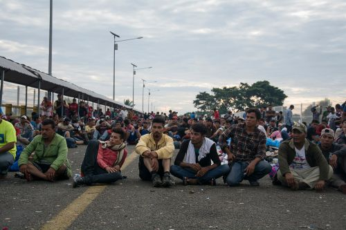 Migrant caravan vows to continue march toward US border