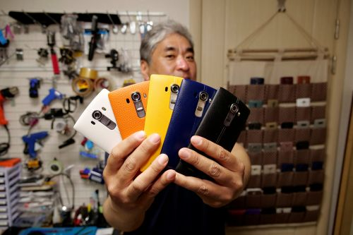 South Korean 'phone maniac' won't give up his LG smartphones
