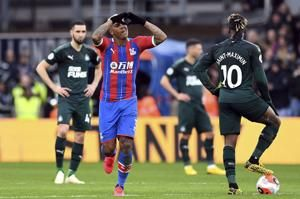 Van Aanholt's free kick earns Palace 1-0 win over Newcastle