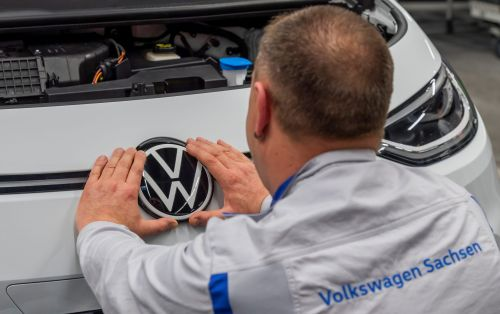 Volkswagen, the world's biggest car-maker, has bounced back to profitability thanks to luxury car buyers in China and Europe
