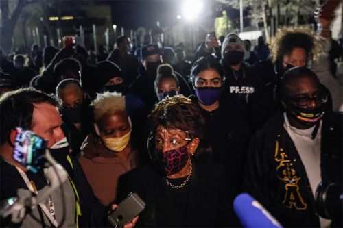 Maxine Waters attends protest over police killing of Daunte Wright
