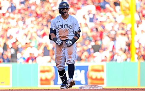 Yankees' four-run rally in eighth stuns rival Red Sox