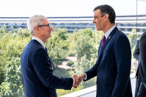 Spanish Prime Minister meets Tim Cook at Apple Park