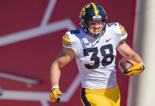 Lions go with tight end T.J. Hockenson at No. 8