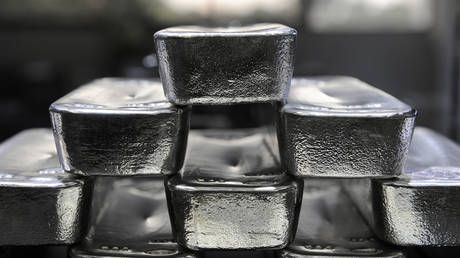 Silver to outshine gold thanks to global economic recovery demand growth - analysts