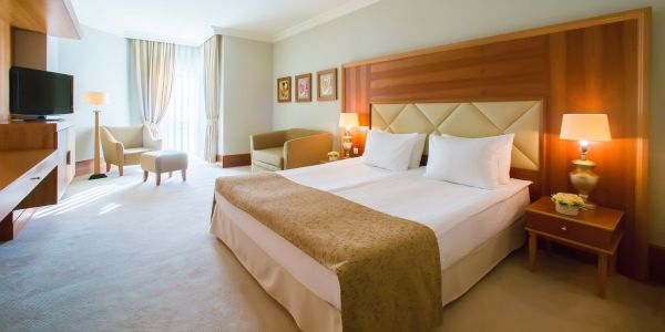 Forget toiletries and bathrobes - surprising items like mattresses are being stolen from luxury hotel rooms too