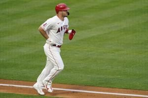 Angels star Trout leaves game due to right calf strain