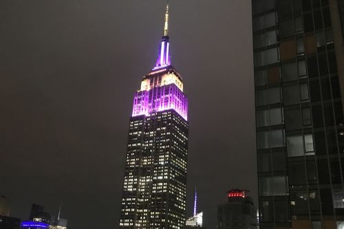 Empire State Building pays tribute to Kobe Bryant with purple, gold lights