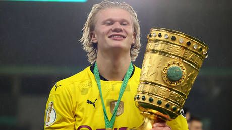 Wonderkid Haaland agrees terms with Chelsea ahead of their negotiations with Borussia Dortmund over record transfer fee - report