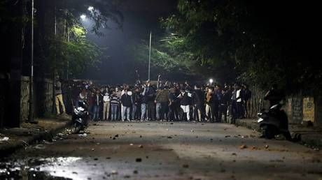 New Delhi police set 'innocent students' free as protesters besiege station after riots & clashes