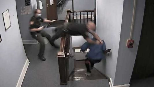 Video: Suspect escapes courthouse during sentencing; officer injured